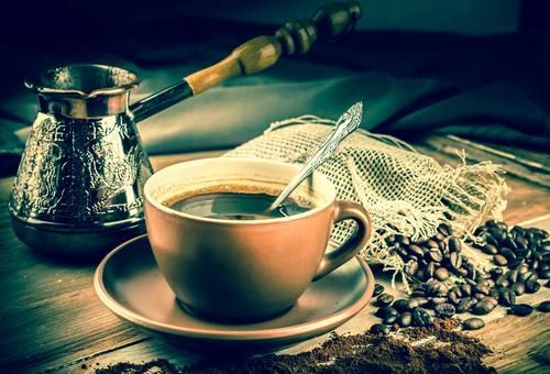 Чашка кофе, приготовленного в турке