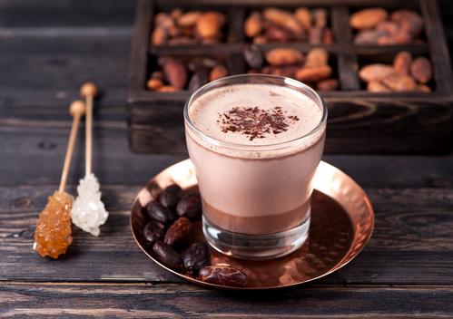 Бокал какао с шоколадом
