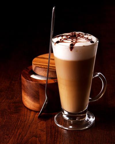 Кофе латте в бокале