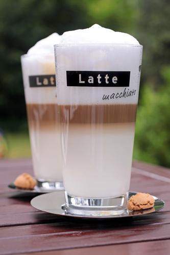 Свежеприготовленный кофейный напиток латте макиато