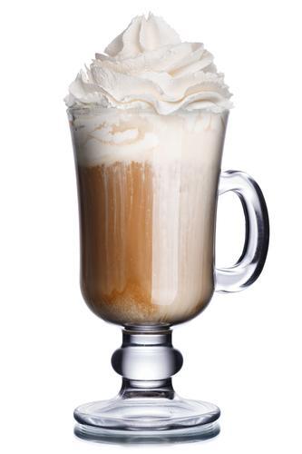 Кофе мокачино в бокале