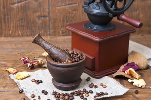 Ступка и ручная кофемолка