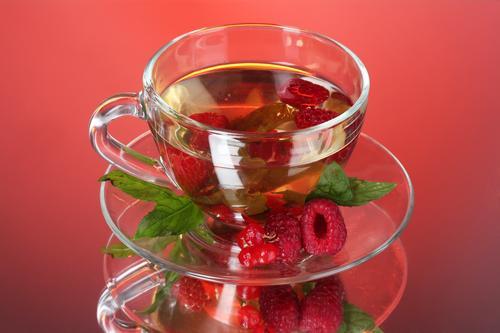 Кружка чая с малиной