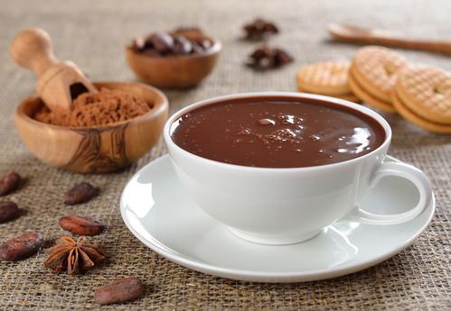 Чашка горячего и ароматного шоколада