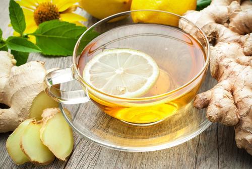 Чай со свежим имбирем и долькой лимона