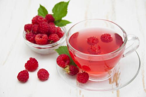 Чай со свежими ягодами малины