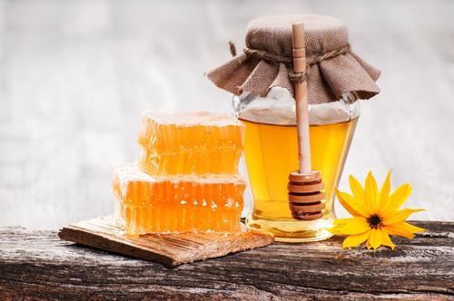Баночка и соты с медом