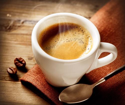 Чашка горячего ароматного эспрессо