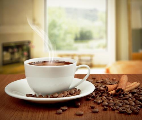 Чашка с горячим кофе