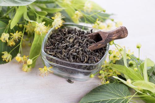 Засушенные цветки липы для чая