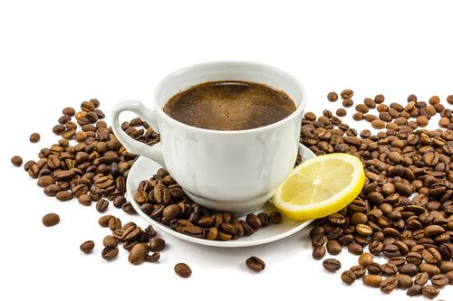 Чашечка кофе с лимоном