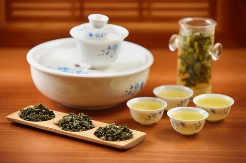 Зеленый чай на китайской чайной церемонии