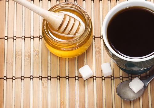 Кофе с медом на столе