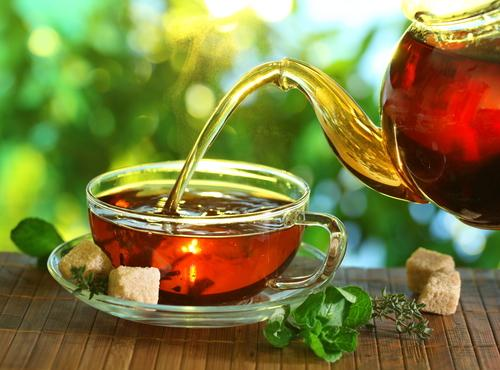 Сколько калорий в черном чае с сахаром, молоком, сливками