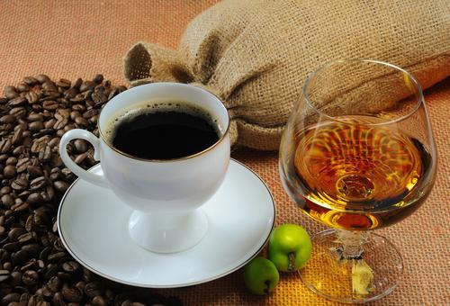 Чашка кофе с коньяком