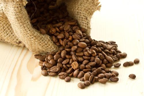 Зерновой кофе в мешке