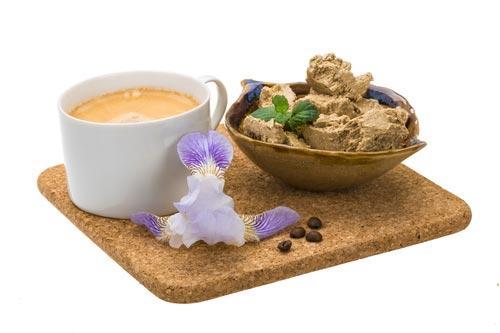 Халва с кофе на подносе