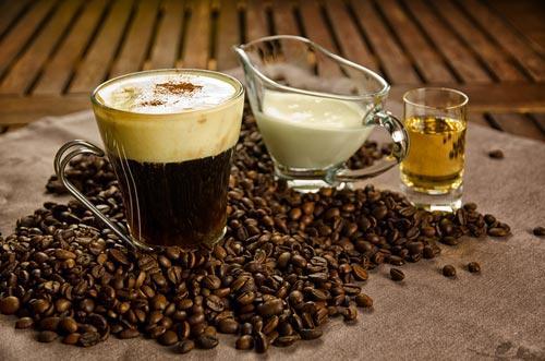 Ингредиенты для приготовления ирландского кофейного коктейля