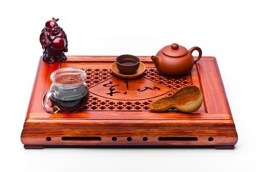Чайный столик с посудой для чая