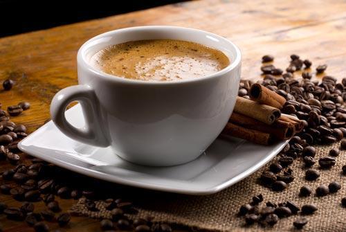 Чашечка свежеприготовленного кофе