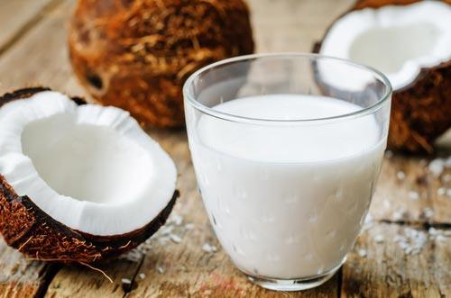 Кокосовое молоко в бокале