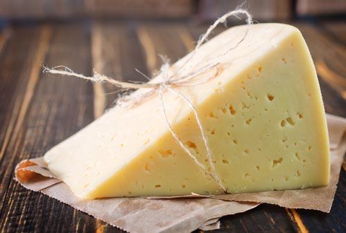 Кусочек твердого сыра