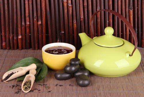 Заваренный красный чай