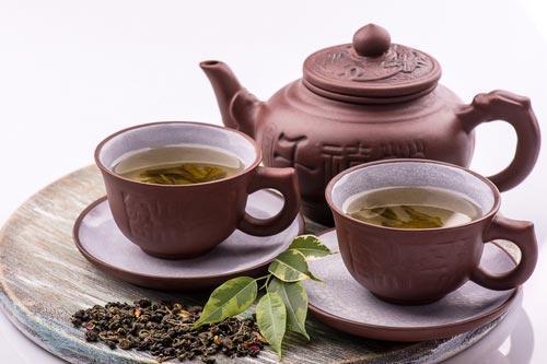 Чайная посуда на бамбуковом подносе