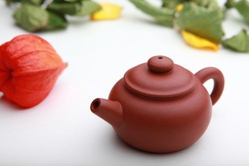 Небольшой чайник из исинской глины