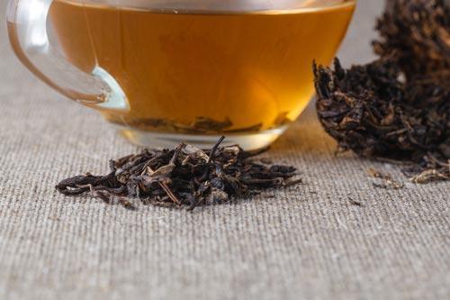 Заваренный прессованный чай пуэр