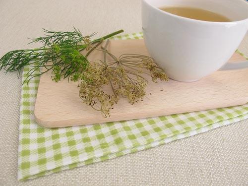 Веточки укропа и чай