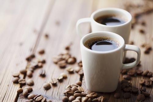 Две чашки черного кофе