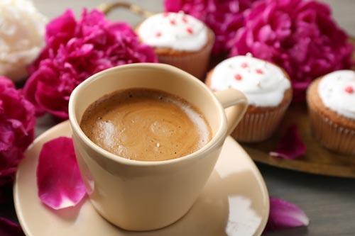 Изысканная подача королевского кофе