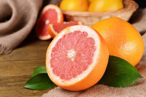 Спелый розовый грейпфрут для смузи