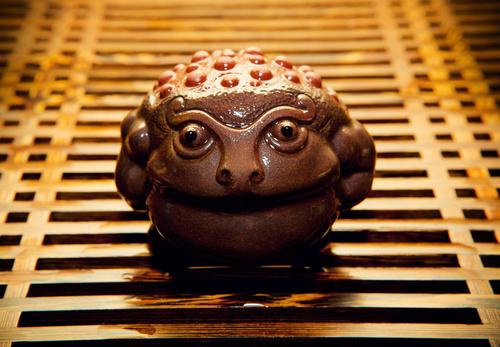 Знаменитая чайная фигурка в виде жабы