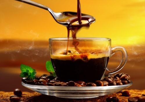 Кофе в прозрачной кружке