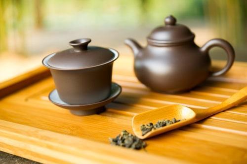 Жемчужины чая Бай Лун Чжу на чабани из бамбука