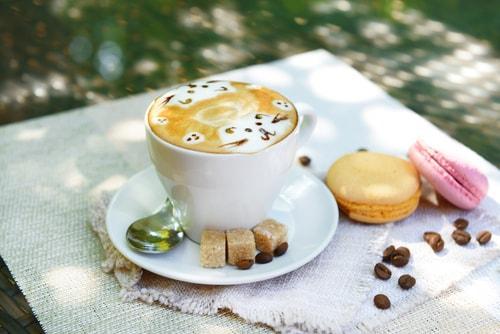 Чашка кофе галлон с молоком