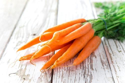 Сырая морковь для смузи