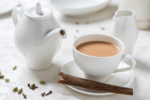 Сервировка стола при подаче чая с молоком