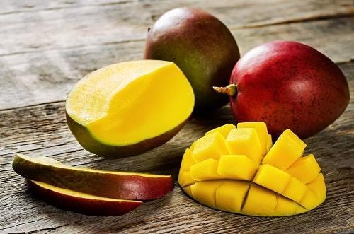 Подготовка манго для смузи